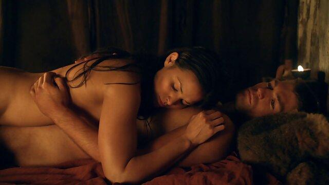 - انحنا, نشان می سوپر سکس ویدیو دهد فرزند خوانده دوست دختر چگونه به مکیدن